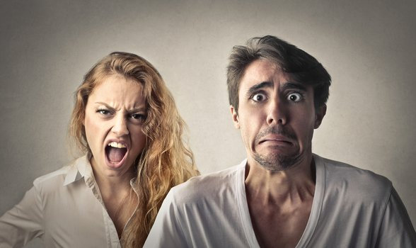 دلیل سوم خیانت مرد به همسرش : رفتار تحکم آمیز زن با شوهر