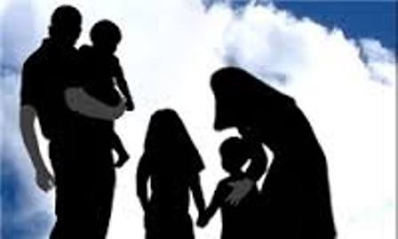 رفتار او با اعضای خانواده اش چگونه است