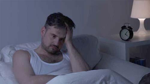 بیخوابی های شبانه می تواند میل جنسی پدرها را هم کم کند