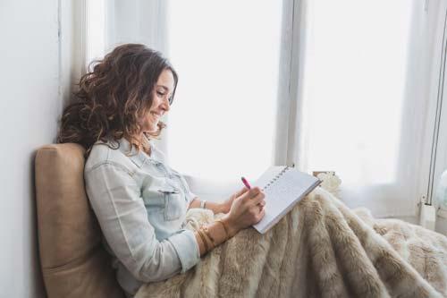 برای رهایی از روزمرگی و یکنواختی   دفتر خاطرات داشته باشید