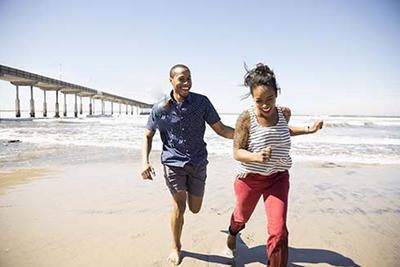 قدم زدن در ساحل میل جنسی همسرتان را بیدار می کند