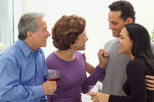 رفتار با خانواده همسر در دوران نامزدی وعقد